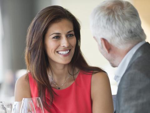 كيف تُظهرين قبولك وإعجابك لزوجك
